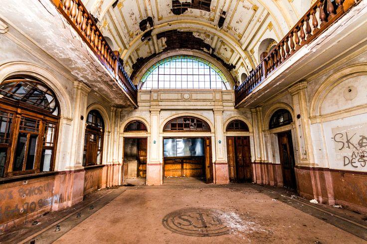 Velha Estação de Trem by Fabio Oliveira on 500px