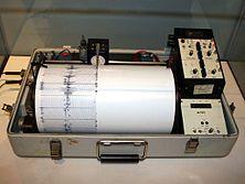 Sismógrafo quinemétrico del Departamento del Interior de Estados Unidos.