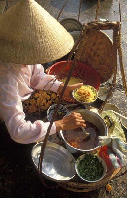 플라스틱 그릇이 없고, 비닐에 씨운 그릇이 없다.Visit our comprehensive guide to Chinese and many Asian sauces, vegetables & herbs, dried vegetables, tofu, noodles, pickles and much more. - See more at: http://www.allaboutcuisines.com/asian-ingredients #Asian Food #Asian Recipes #Travel Asia