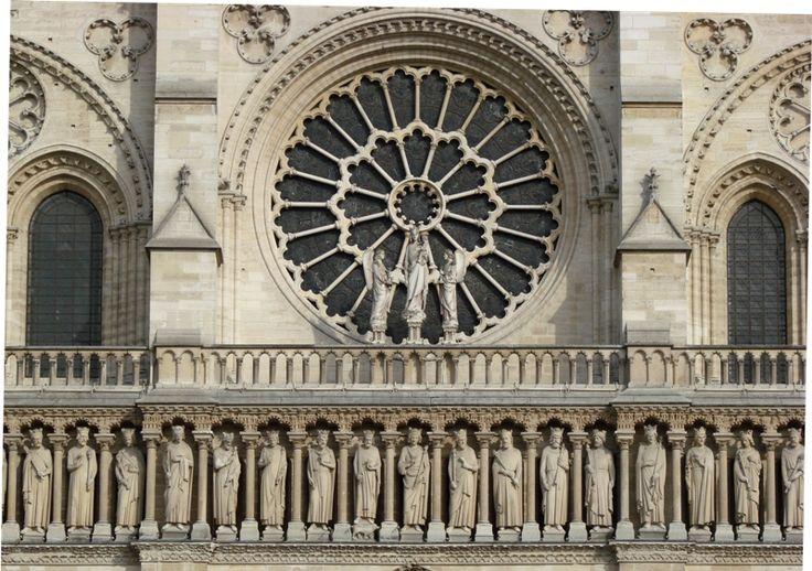 Galeria Królów (królewska) i rozeta na fasadzie katedry Notre Dame