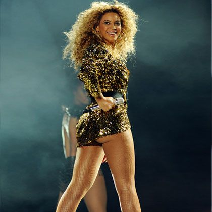 Dazzle them at half time with your Beyonce knowledge. And be inspired by just how darn fit she looks. #HealthBowl