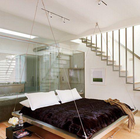 Estas camas y sofás presentan un concepto totalmente novedoso del ocio y el descanso, mientras flotan en el aire al más puro estilo balancín.