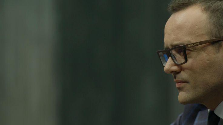 Risto Mejide se ha convertido en la nueva imagen de RadikalVip, una de las marcas de referencia en la fabricación de gafas vintage de bambú. Un complemento a su peculiar forma de ver las cosas y qu...