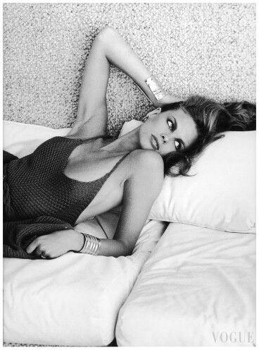 Lisa Taylor, VOGUE, 1976 Photo Arthur Elgort.