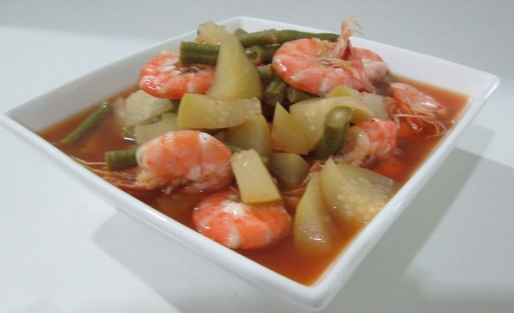 Gang Som Goong Kai Cha-om , zuppa di gamberi thailandese con frittata - http://www.provarciegratis.com/cucina-thailandese/ricette-cucina-thai/zuppa-di-gamberi-thailandese/ - by  Pier Sottojox -  #cucinathai #GangSomGoongKaiCha-om #paittithaidipesce #zuppathal