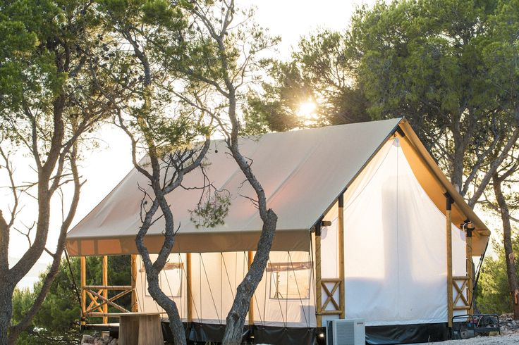 Spacious (2 bdrm), fully equipped holiday accommodation with a sense of style. Who are you taking for a glamping week(end)s?  #SafariMTent