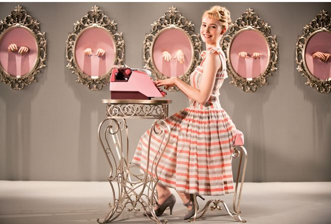 VOGUE lifestyle | news | 50年代のファッションも楽しい、キュートなフランス映画『タイピスト!』。