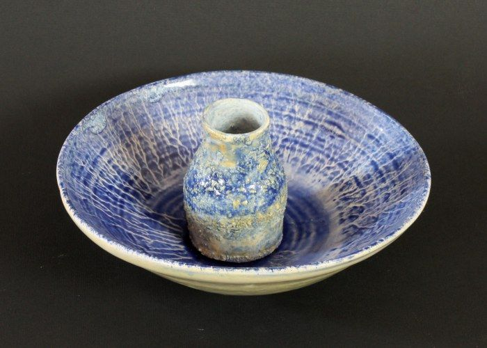 Matching bowl and vase – Françoise Stoop.  For sale: Email: fstoop2@gmail.com  Her website: http://fstoop.nl/kommetjes.html  #ceramics #pottery #clay #francoise Stoop