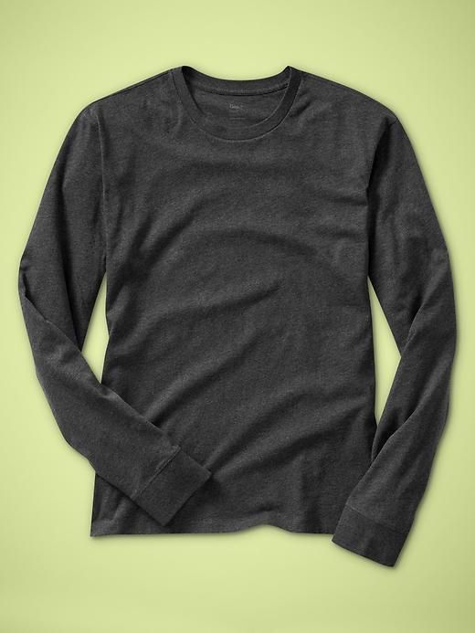 Gap Your layer T. Garment washed for everyday softness, more fitted in the chest and sleeve for updated style and easy layering.,Big & Tall Fit Guide Long sleeves with banded cuffs...
