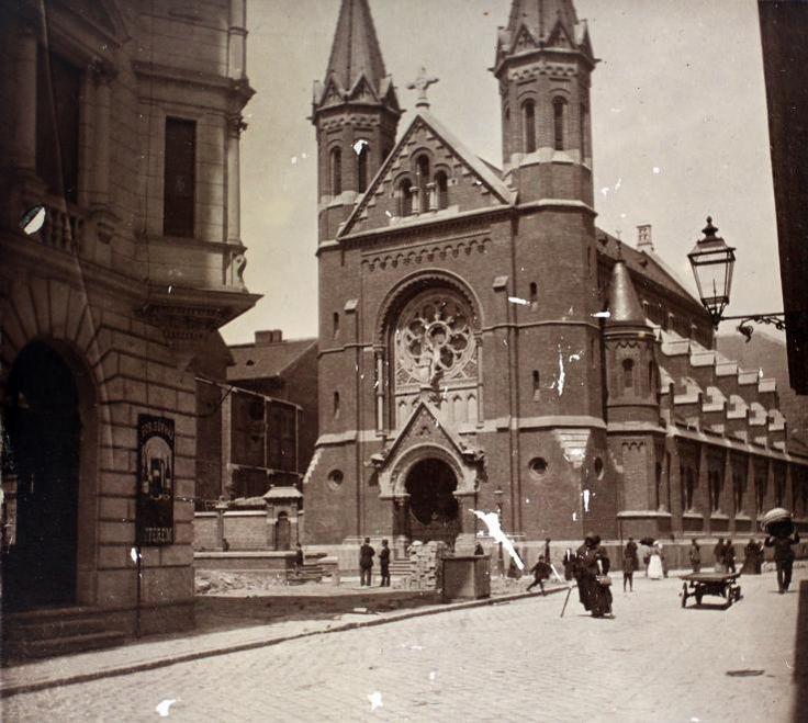 Lőrinc pap tér - Mária utca sarok, Jézus Szíve templom.