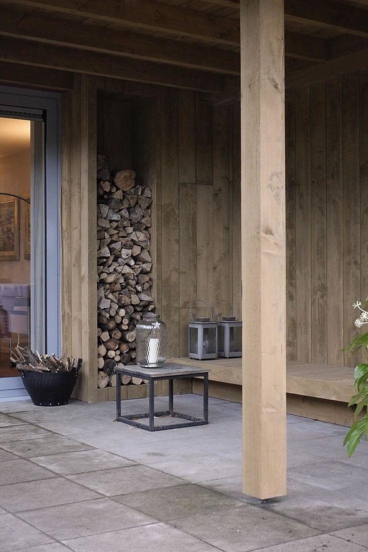 Houten veranda met loungebank in Hilversum