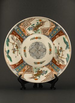 Large Arita decorated plate. Meiji period (1868 - 1912) or later large Arita Kakiemon style charger with paneled decor of Shishi and tree peony and a floral motif in the centre #antique #japaneseporcelain