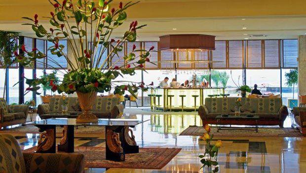 El hotel Meliá Cohíba se beneficia de una hermosa vista al mar gracias a la vecindad con la popular avenida del Malecón. La instalación disfruta de una privilegiada localización en la zona residencial de El Vedado, donde se concentran los principales establecimientos vinculados a la vida cultural de la ciudad. #hotel #habana #cuba