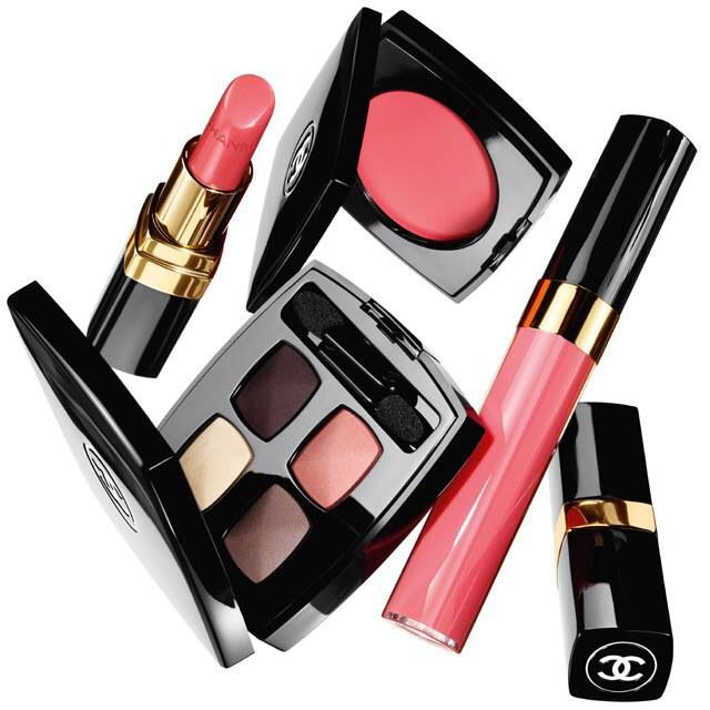 Chanel Spring 2014 Makeup Collection! As usual, Chanel does pretty in pink perfectly. Dainty, yet classy and ultra wearable!
