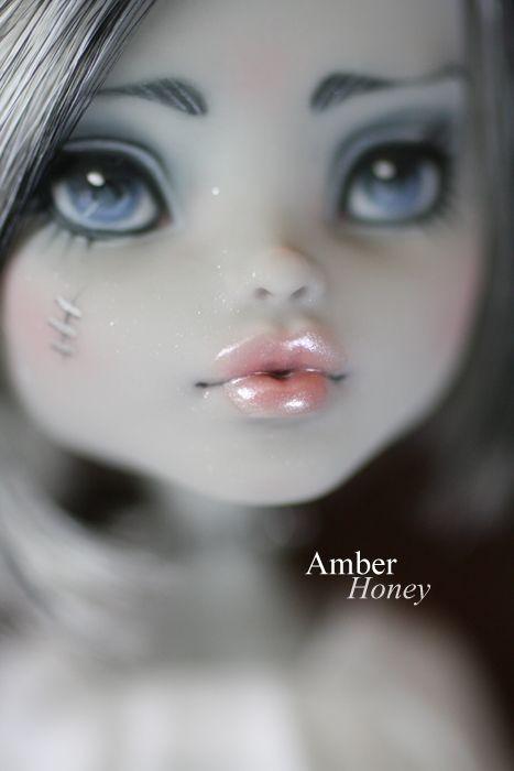 lip detail by ~Amber-Honey on deviantART