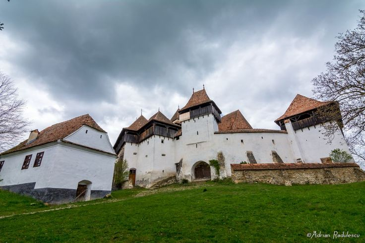 Viscri village is one of the most renowned villages in Transylvania (even though it only has 500 inhabitants) and its fortified church is amazingly beautiful! It is an UNESCO World Heritage Site and it is one of the most picturesque fortified churches we've ever seen! Ah, and by the way, did you know that Prince Charles has bought a house in Viscri village? :) Photo credit: Adrian Radulescu