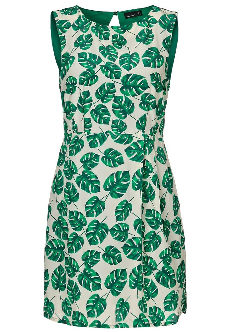You'll find the dress here : http://shop.bestseller.com/vero-moda/dresses/BIGPALMS/LABOVEKNEEDRESSVNSTIANY/10081037,en_GB,pd.html?dwvar_10081037_colorPattern=10081037_SNOWWHITE_327309=