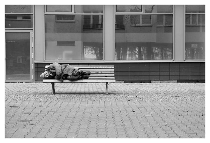 Berlin Streets_3 #berlin #germany #mehringplatz #street #photography #streetphotography #homeless #deutschland #bench #sleeping #monochrome #blackandwhite #greyscale