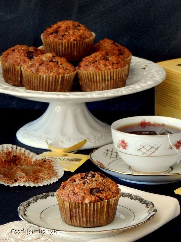 Υγιεινά μάφινς με τσάι Early Grey, βρώμη και κουβερτούρα.  http://laxtaristessyntages.blogspot.gr/2015/01/vegan-muffins-me-early-grey-vromi-kai-kouvertoura.html