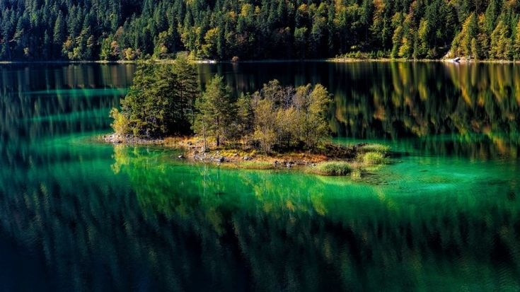 Amazing Mountain Lake Wallpaper