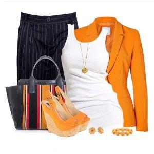 С чем носить оранжевые босоножки: белый топ, черные брюки в полоску, оранжевый пиджак, сумка в полоску