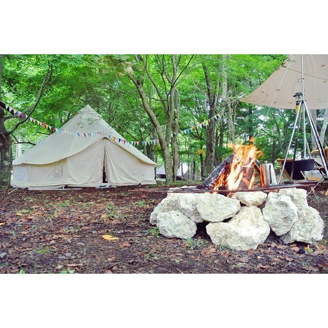 今日はゲリラ豪雨の後のカンカン照り。タイミング悪く外作業。明日も体力勝負の屋内作業。早くも思い出picでやる気回復。夜が涼しいだけ助かる。#glam_plan#キャンプ #アウトドア #暮らし #ライフスタイル #グランピング#camp#outdoor#lifestyle#firepit#nordisk#いずみ湖公園
