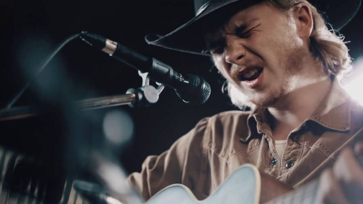 "@weekend Brewery Sessions - Colter Wall - ""Sleeping on the blacktop"" https://youtu.be/HmBbkkt-LIs?list=PLvomQdAoYg48-gczOCKsl3i0IJPAKx9v5 via @YouTube Brewery Sessions - Colter Wall - ""Sleeping on the blacktop"""