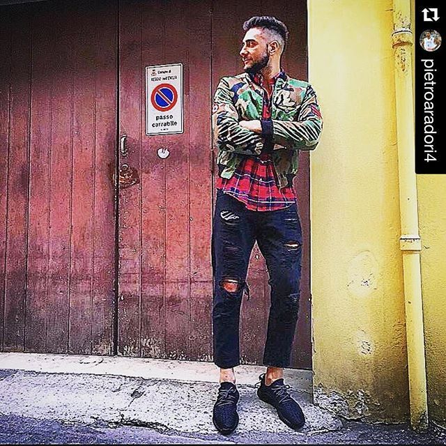 #Repost @pietroaradori4 ・・・ No look pass... No no.. photo...  Grazie a @italogyofficial per il bomber.!!