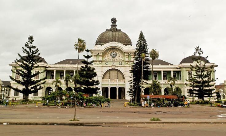 A Estação Central dos Caminhos de Ferro de Moçambique, em Maputo, Moçambique