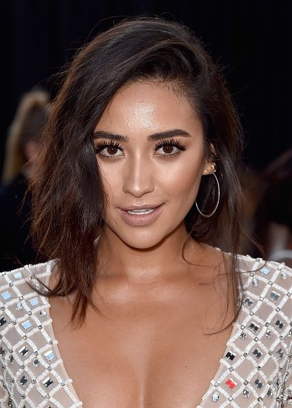 'Pretty Little Liars' Season 7: Shay Mitchell Wants Love Life For Emily Emison End Game? #news #fashion