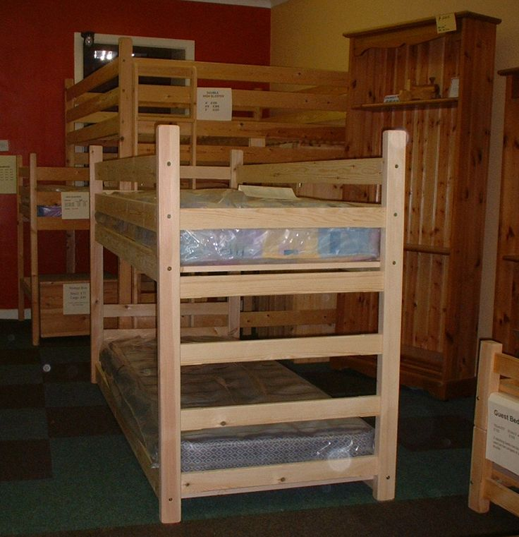 Best 25 shorty bunk beds ideas on pinterest for Bed built into floor