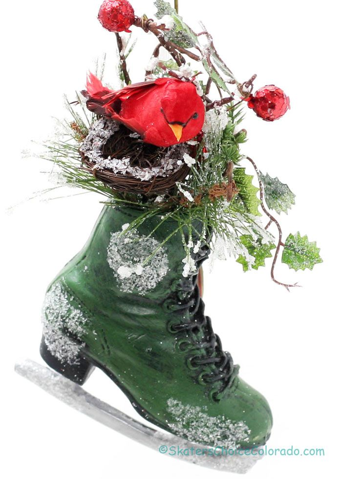"""Small Holiday Skate Snow Splattered with Winter Greenery Red Bird in Nest  Color: Green  Size: Approx Measurements - 2.25"""" x 4.5 x 7.5  Christmas Gifts for the Skater @ Skater's Choice"""