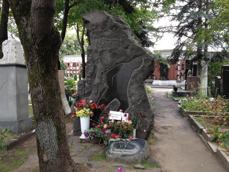 Nazım Hikmet - Cimitero di Novodevičij, Mosca
