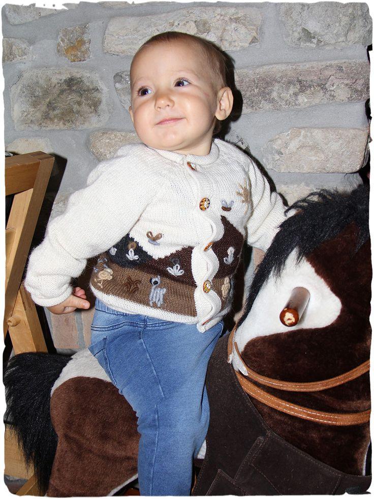 cardigan di lana New Paolita #cardigan in #lana con apertura laterale con #bottoni di #ceramica - #paesaggio #ricamato - See more at: http://www.lamamita.it/store/abbigliamento-invernale/1/maglioni-bimbi/cardigan-di-lana-new-paolita#sthash.yYyx3sVx.dpuf