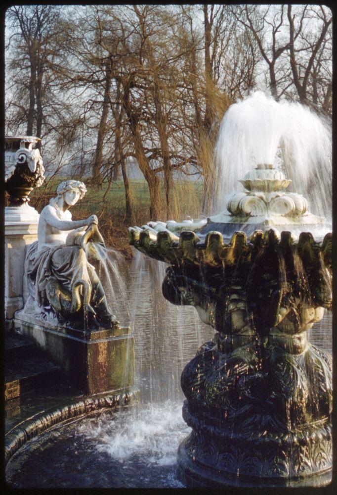 Kensington Gardens, 1957. Photo Sheila Micholson.