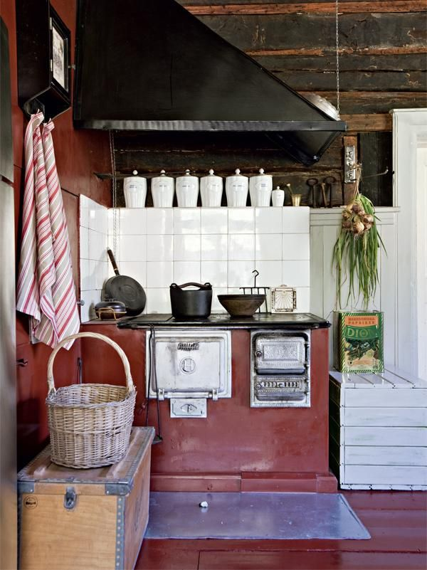 Look at that stove! I could bear to have a beast like that purring in my kitchen.