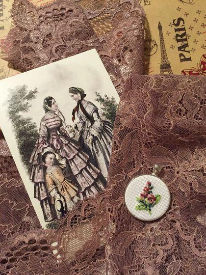 """Купить Кулон """"Колокольчик Розовая Наперстянка"""" - микровышивка, 19 век, шебби шик, ретро, винтаж, digitalis, дигиталис"""