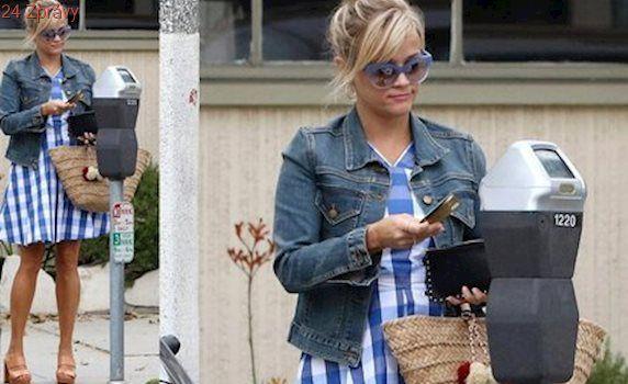 Styl podle celebrit: Kostkované šaty, které tak sluší Reese Witherspoon
