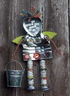 Garden Angel, reciclando chapas y latas quedará muy bonito en el jardín o patio de tu casa.