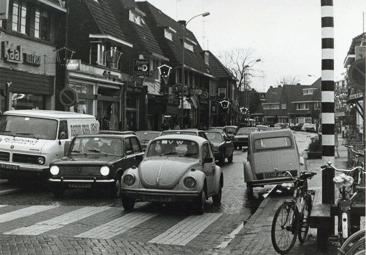 Larenseweg Hilversum met radio Kaal, daar waar we onze plaatjes kochten in de jaren 50.