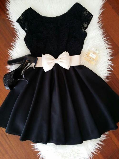 Vestido Curto Preto Laço
