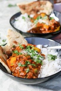 Anyone else for Chicken Tikka Masala for dinner? This recipe is user friendly, very easy and full of flavour – from our kitchen to yours, enjoy! | www.castironcookie.com