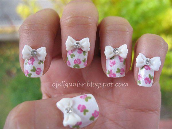 Hand Painted Flower Nail with Bows.