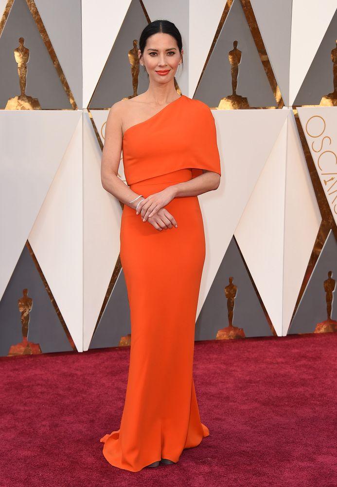 Olivia Munn PHOTOS. Les plus belles robes du tapis rouge des Oscars 2016