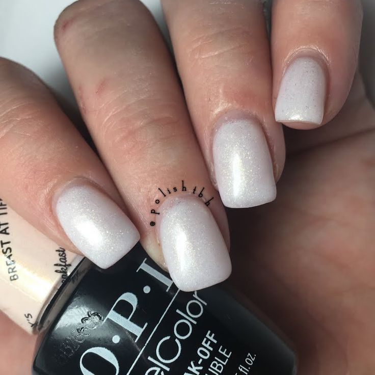 Preen.Me VIP Christian keeps her nails pristinely polished using her gifted #OPI Breakfast at Tiffany's GelColor in Breakfast at Tiffany's. Discover more about this salon exclusive by clicking through.