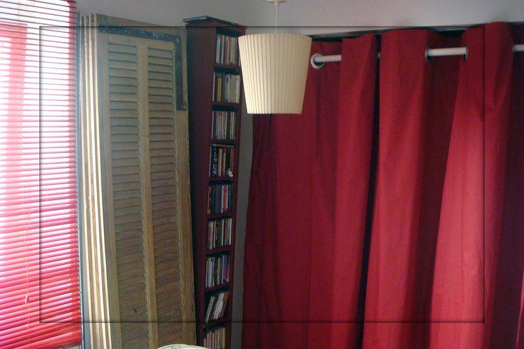 Pose d'oeillets à clips sur un rideau