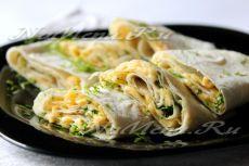Лаваш с зеленью, сыром и маслом На нашем сайте вы найдете простой фото рецепт вкусной и доступной закуски из лаваша с зеленью, сыром и маслом!