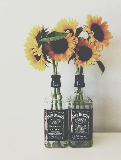 En caso de que Jack sea tu mejor amigo y los girasoles tus flores favoritas. | 24 Objetos cotidianos que podrías usar como florero