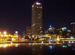 U.S.バンクセンター、ミルウォーキー市、ウィスコンシン州で最も高い建物-ウィスコンシン州 - Wikipedia