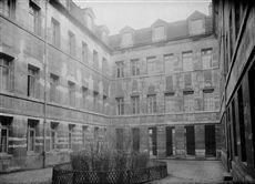 Paris (XIIIème arr.). L'hôpital de la Salpêtrière, boulevard de l'Hôpital.